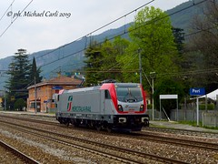 "E494.002 Mercitalia Rail (Michael Carli - ""mike97tigre"") Tags: e494 mercitalia rail mike97tigre stazione peri linea ferrovia del brennero brennerbahn locomotive bombardier traxx dc3 trainspotting freight trains railway livrea mir"