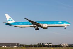 PH-BVG KLM Royal Dutch Airlines Boeing 777-306(ER) (buchroeder.paul) Tags: eham ams amsterdam schiphol the netherlands europe final phbvg klm royal dutch airlines boeing 777306er