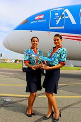 Rêver de Tahiti... (Manuel Negrerie) Tags: fovaa 7879 airtahitinui boeing stewardess uniform woman airlines frenchpolynesia canon airliner jetliner portrait aviation dreamliner