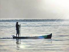 amanhecer no mar (Jakza) Tags: barco barqueiro apreciando observando admirando nascerdosol raiosdesol frenteafrente