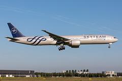 PK-GII Garuda Indonesia Boeing 777-3U3(ER) (buchroeder.paul) Tags: eham ams amsterdam schiphol the netherlands europe final pkgii garuda indonesia boeing 7773u3er skyteam