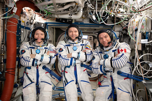 Expedition 59 crew members wearing the Sokol launch and entry suits