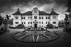"""_DS14723 - Mansion """"Hell(brunn)"""" (AlexDROP) Tags: 2019 austria salzburg europe art travel architecture bw mansion wideangle nikond750 tamronaf1735mmf284diosda037 best iconic famous mustsee picturesque postcard geometry symmetry"""