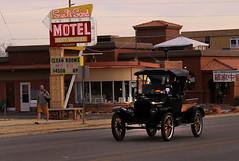 Vacancy (arbyreed) Tags: arbyreed motel vintagemotelsign old oldcar sunset kanabutah kanecountyutah sign arrowsign neonsign vintageneonsign vintagetruck