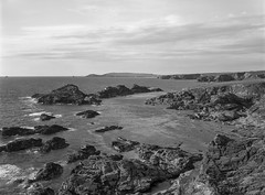 Park Head, Cornwall (Jonathan Woods Photography) Tags: ebony sv45te large format film schneider 120mm super symmar hm ilford delta 100 5x4 sheet cornwall landscape mono bw park head porthcothan trevose lighthouse rocks sea clouds
