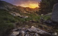 Amanece en la Pradera (JoseQ.) Tags: lapradera sierranorte madrid miraflores montaña valle agua amanecer sol nubes verde