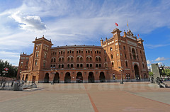 Monumental (Mariano Alvaro) Tags: plaza monumental toros las ventas madrid yiyo cielo nubes españa