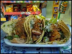 Tacos de carnitas (Juan Xic Eseyosoyese) Tags: tacos de carnitas buche oreja maciza surtida food mexicanfood gaatronomia mexicana foodporn mexican mexico puerco carne cerdo cilantro cebolla tortilla taco salsa limon nikon tienda miscelánea comida chida