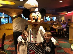 "Inde and Paul with Chef Mickey • <a style=""font-size:0.8em;"" href=""http://www.flickr.com/photos/109120354@N07/48123050538/"" target=""_blank"">View on Flickr</a>"