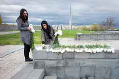 L1005750-1 (nae2409) Tags: genocide tsitsernakaberd armenian yerevan flower leica tragedy