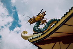 Dragon statue design in a Chinese temple (wuestenigel) Tags: digitalnomad gloomyweather clouds religion architecture dragon chinese outdoor statue photography design reiseblogger roof sky gutter holyplace cebucity temple shrine tempel himmel buddha noperson keineperson sculpture skulptur drachen travel reise traditional traditionell diearchitektur art kunst old alt ancient uralt sacred heilig dach culture kultur wood holz wat was nature natur2019 2020 2021 2022 2023 2024 2025 2026 2027 2028 2029 2030