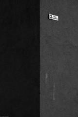 Obiekt monitorowany / Video surveillance - urban minimalism 2019 (Tu i tam fotografia) Tags: blackandwhite noiretblanc enblancoynegro inbiancoenero bw monochrome czerń biel czerńibiel noir czarnobiałe blancoynegro biancoenero outdoor minimal minimalism minimalizm linie lines street ulica polska poland streetphoto fotografiauliczna streetphotography miasto city urban połówki półnapół fiftyfifty halves urbanminimalism architecture architektura linia line