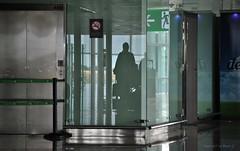 Warum sind Flughäfen so langweilig? * Why are airports so boring? * ¿Por qué los aeropuertos son tan aburridos? *  .            DSC_5428-001 (Maya HK - On and Off) Tags: 2018 250619 aeropuertobarcelona barcelona barcelonaairport copyrightbymayahk doors elpratbcn españa flickr flughafenbarcelona nikond3000 puertas reisebarcelona2018 spain spanien türen