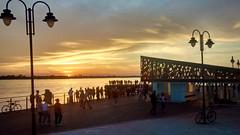 Orla do Guaíba (Gijlmar) Tags: brasil brazil brasilien brésil brasile brazilië portoalegre портуалегри riograndedosul américadosul américadelsur southamerica amériquedusud lamp streetlamp luminária faroles sunset