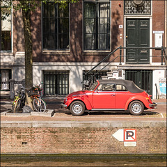 Amsterdam (Chris 1971) Tags: xztd72 1973 vw volkswagen kever käfer beetle cabriolet convertible amsterdam gracht canal 2d