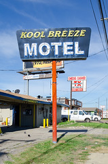Kool Breeze (dangr.dave) Tags: dallas tx texas downtown historic architecture neon neonsign koolbreezemotel