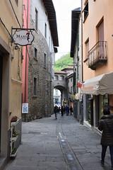 Straße (grasso.gino) Tags: italien italy italia toskana toscana tuscany castelnuovo nikon d7200 garfagnana strase street eng narrow