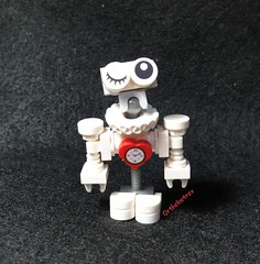 Huwbot (Orthobotrex) Tags: lego® moc huwbot contest challenge white heart charm mini droid