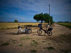 Bitricis (Luicabe) Tags: airelibre árbol bicicleta cabello cable calle camino campo cereal cieloazul ciudad enazamorado exterior luicabe luis ngc nube paisaje poste rueda triciclo vehículo yarat1 zamora