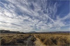 Desiertos de España (Fernando Forniés Gracia) Tags: españa aragón navarra formacionesgeológicas lasbardenasreales cielo nubes naturaleza airelibre paisaje landscape desierto