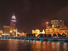 a view of Shanghai (VERUSHKA4) Tags: canon china chinese asia ville city cityscape shanghai scape river huanpu dark evening night illumination lighting quai outdoor sky ciel vue view may travel eau water rivertrip architecture building hotel skyscraper lamp lights spring flag fenetre window reflection blue golden astoundingimage