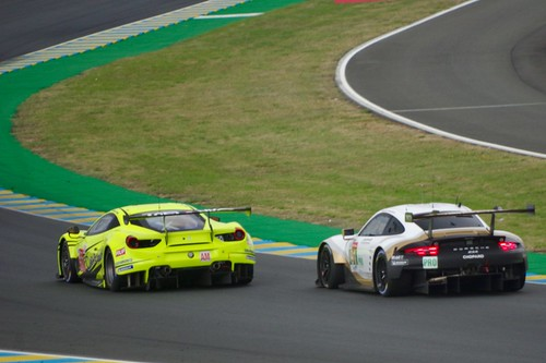 Car Guy Racing's Ferrari 488 GTE about to be overtaken by Porsche GT Team's Porsche 911 RSR