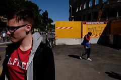 . (zbrzozowski) Tags: ulica fotografiauliczna street streetphoto streetphotography rome italy red yellow black