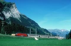 460 102  Kandersteg  18.09.04 (w. + h. brutzer) Tags: kandersteg eisenbahn eisenbahnen train trains schweiz switzerland railway elok eloks lokomotive locomotive zug 460 sbb webru analog nikon