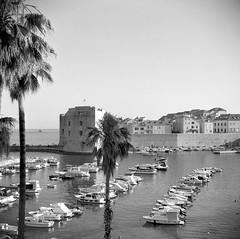 Dubrovnik, Croatia (Ilya.Bur) Tags: dubrovnik croatia voigtländer perkeo ii color skopar 80mm f35 fujifilm neopan acros 200 caffenolcl 6x6 120 medium format homemadesoup