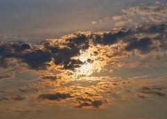 Golden Hour (Roberto_Mosca) Tags: sun sole nuvole cielosky suncloudsunset