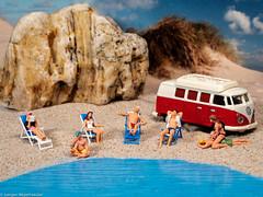 Tiny People - Nur hier kann man die Hitze aushalten (J.Weyerhäuser) Tags: 187 fun h0 makro preiser sommer strand studio tinypeople