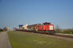 Train 62772 @ Sluiskil (Wesley van Drongelen) Tags: ns db deutsche bahn cargo 6400 mak freight goederentrein güterzug marchandises fret zeeuws zeeuwsch vlaanderen sluiskil brug draaibrug drehbrücke swing bridge trein train zug