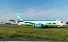Boeing 787-8 Dreamliner Uzbekistan Airways UK78702 (Clément W.) Tags: cdg lfpg boeing 7878 dreamliner uzbekistan airways uk78702