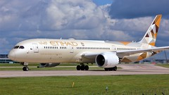 A6-BLL (AnDyMHoLdEn) Tags: etihad 787 dreamliner egcc airport manchester manchesterairport 23l