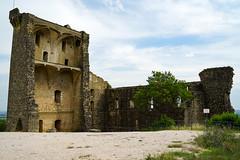 France:Southern Rhône Valley:Castle of Châteauneuf-du-Pape:only ruins remain (Enemy8028) Tags: france lerhône 隆河 法南 法國 southernrhônevalley châteauneufdupape 教皇新堡 cotesdurhone vineyard avignon