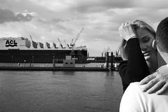L3005743 / Hamburg, Fischmarkt 2019 (markvolz) Tags: streetphotography street markvolz menschen people city stadt streetfotografie strasenfotografie kunst münchen munich blackandwhite schwarzweis blackisking ilovebw bw leica leicamonochrom monochrom m9m summicron28mm hamburg fischmarkt