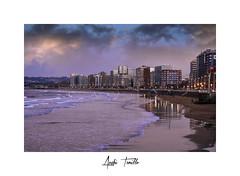 _ATP5261- (anahí tomillo) Tags: nikond7500 sigma1750f28 atardecer sunset ciudades city cielo sky mar beach asturias gijón