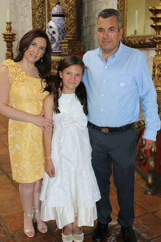 Ana Karla recibe por primera vez la Eucaristía