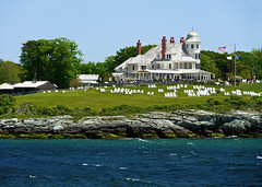 photo - Castle Hill Inn, Newport, Rhode Island (Jassy-50) Tags: photo castlehill newport rhodeisland narragansettbay rock lawn building architecture castlehillinn inn hotel resort shoreline