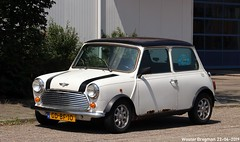 Mini 1300 Cooper 1992 (XBXG) Tags: gdbf10 mini 1300 cooper 1992 mini1300 minicooper blanc white eendrachtstraat wormer nederland holland netherlands paysbas youngtimer old classic british car auto automobile voiture ancienne anglaise uk brits vehicle outdoor