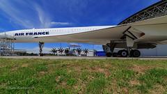 Aeroscaopia - Museo Airbus presso aeroporto di Tolosa Blagnac (Michele Monteleone) Tags: monteleonemichele45 canon 5dmarkiii cielo prato aereo toulouse blagnac concorde a400m aeroscopia airbus