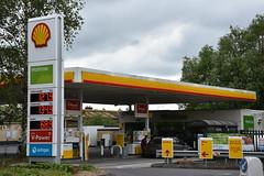 Shell, Salisbury Wiltshire. (EYBusman) Tags: shell petrol gas gasoline filling service station waitrose supermarket salisbury city centre wiltshire eybusman