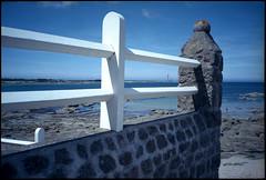 Le phare de Gatteville vu de Barfleur (Gauthier V.) Tags: olympusxa barrière phare littoral barfleur normandie france