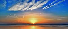 Orange colored sky (gerard eder) Tags: world travel reise viajes europa europe españa spain spanien valencia albufera albuferalake landscape landschaft lake lago lagodelaalbufera blue bluehour sunset sonnenuntergang puestadesol sky clouds wolken nubes paisajes panorama horizon