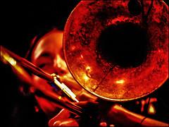 _P6051781-B_fl - reut regev (hazmat modine) (gemischtersatz) Tags: reutregev hazmatmodine porgybess innerestadt wien vienna österreich austria at mirrorless mft olympus mzuiko olympusem10iii mzuiko40150mmf28pro jazz blues cross