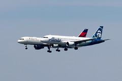 Alaska A320 and Delta 757 (photo101) Tags: sfo parallel landing
