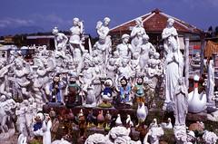 Italia - Qualcosa per tutti (BudCat14/Ross) Tags: italy italia europe europa statues kitsch tuscany explore unusual