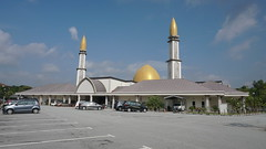 DSC06313-Masjid Al-Mustaqim Bandar Seri Putra, Bangi,Selangor (RaaiMan~PhotoActive | الراعى عثمان) Tags: masjid malaysia selangor