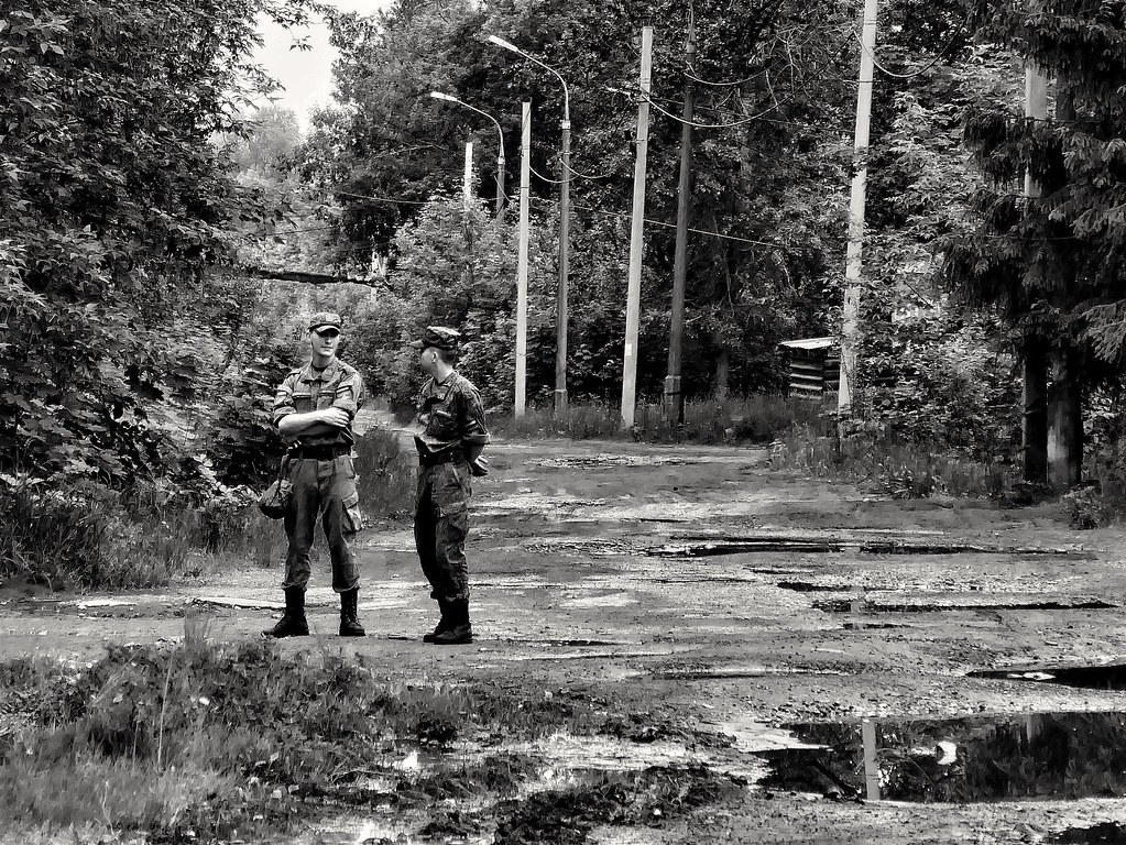 фото: Military in the forest. Are almost invisible