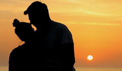 Moments (ᗰᗩᖇᓰᗩ ☼ Xᕮ∩〇Ụ) Tags: sonne sonnenuntergang sunset sun sea meer greece griechenland ελλαδα στιγμεσ ηλιοβασιλεμα φυση ηλιοσ θαλασσα nature natur canoneos1100d sky himmel ουρανοσ ζωη zärtlichkeit τρυφερότητα tenderness sommer summertime καλοκαιρι φωσ licht light silhouettes σιλουετεσ